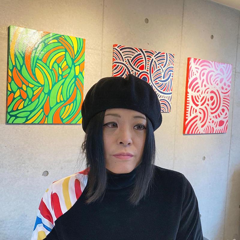 「生きる」をコンセプトにアートとファッションを世界に発信するアーティスト、三枝浩子。