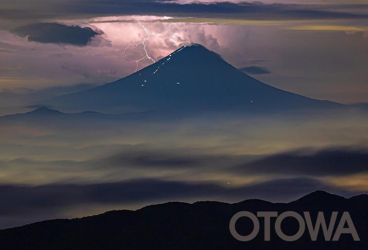 第17回銅賞 天空の雷.jpg